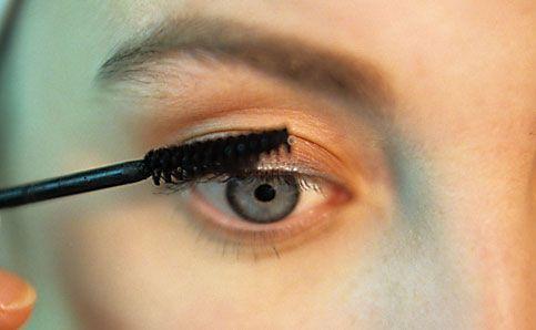 Abend Make up künstliche wimpern kleben 11