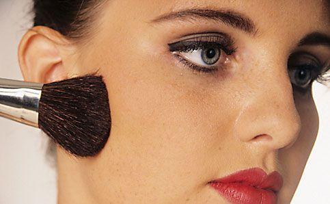 Abend Make up schminken rouge auftragen 13