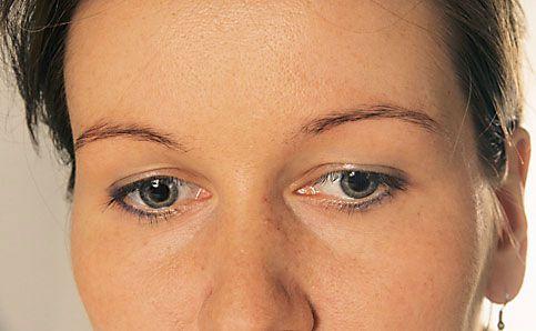 Augenbrauen schminken betonen anleitung 1