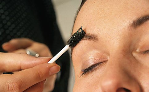 Augenbrauen schminken betonen anleitung 8
