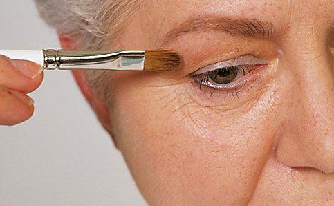 Reife Haut augen schminken