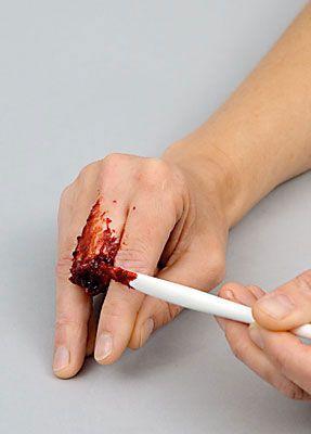 Wunde Finger schminken 11