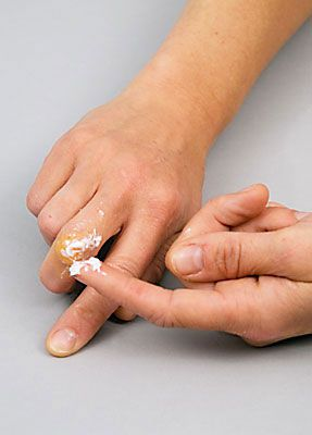Wunde Finger schminken 6
