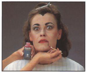 anleitung Halloween-vampir-schminken-frau-3